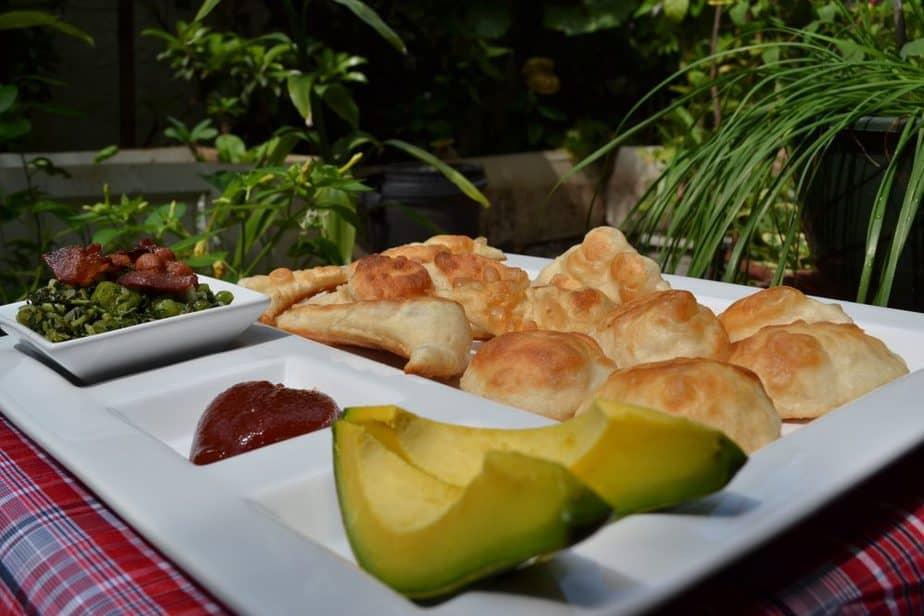 Jamaikanisches Essen: 14 Lokale Gerichte Und Getränke, Die Sie Probieren Sollten