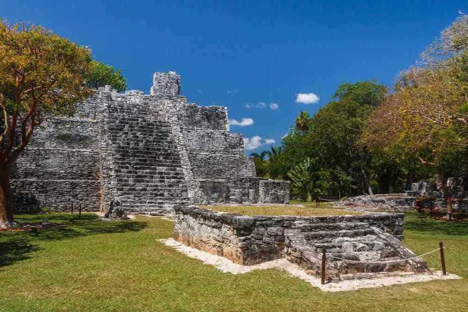 Cancun Sehenswürdigkeiten: El Meco archäologische Stätte