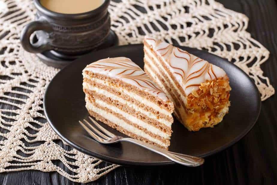 Eszterházy torta  Ungarische Spezialitäten: