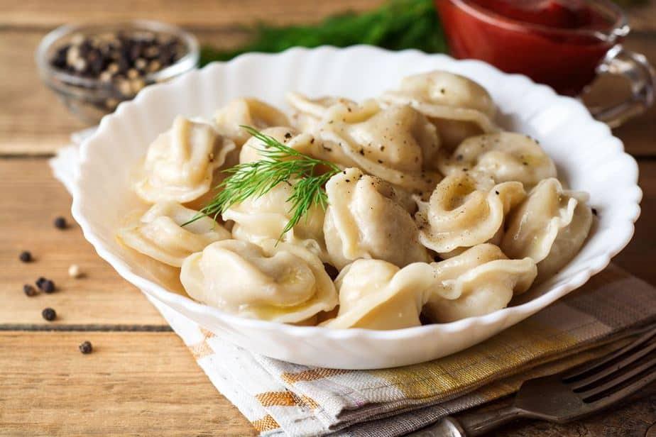 Pelmeni (Пельмени) Russische Spezialitäten 25 typisch russische Gerichte, Getränke und Desserts, die Sie probieren sollten