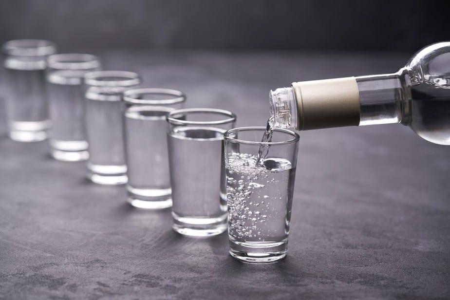 Wodka (Водка) Russische Spezialitäten 25 typisch russische Gerichte, Getränke und Desserts, die Sie probieren sollten