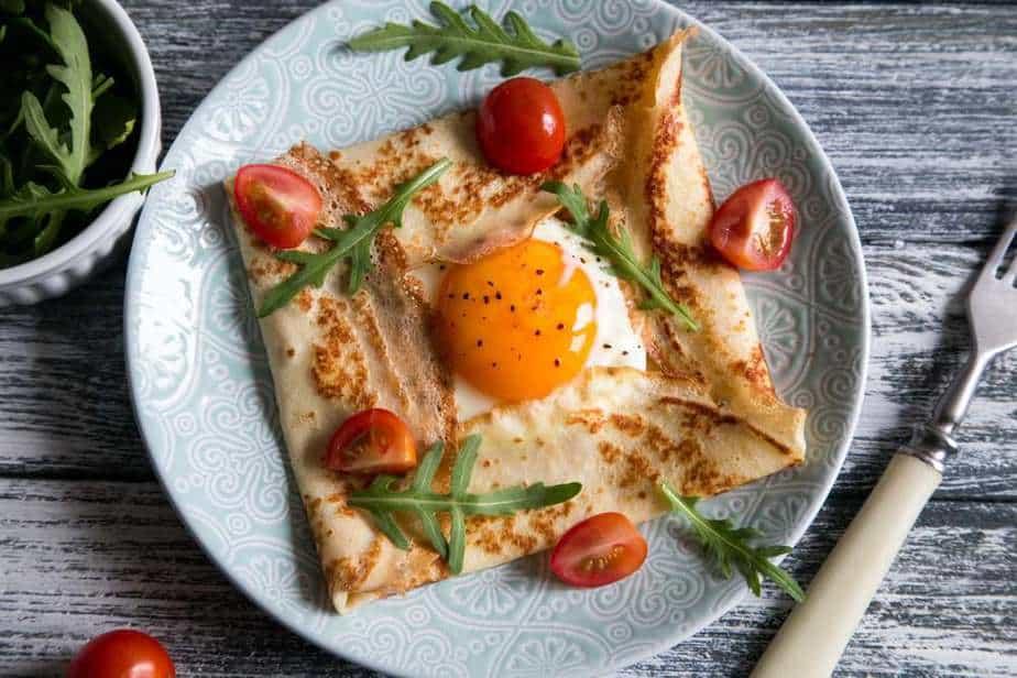 Bretonische Galette (Buchweizen-Crêpes) Französische Spezialitäten: 22 typisch Französische Essen, Die Sie Probieren Sollten