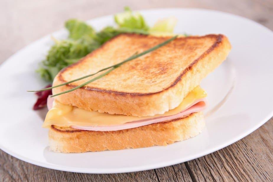 Croque-Monsieur Französische Spezialitäten: 22 typisch Französische Essen, Die Sie Probieren Sollten
