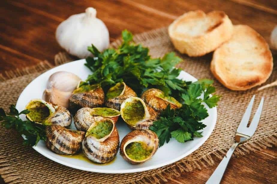 Escargots de Bourgogne - Französisches Schneckengericht Französische Spezialitäten: 22 typisch Französische Essen, Die Sie Probieren Sollten