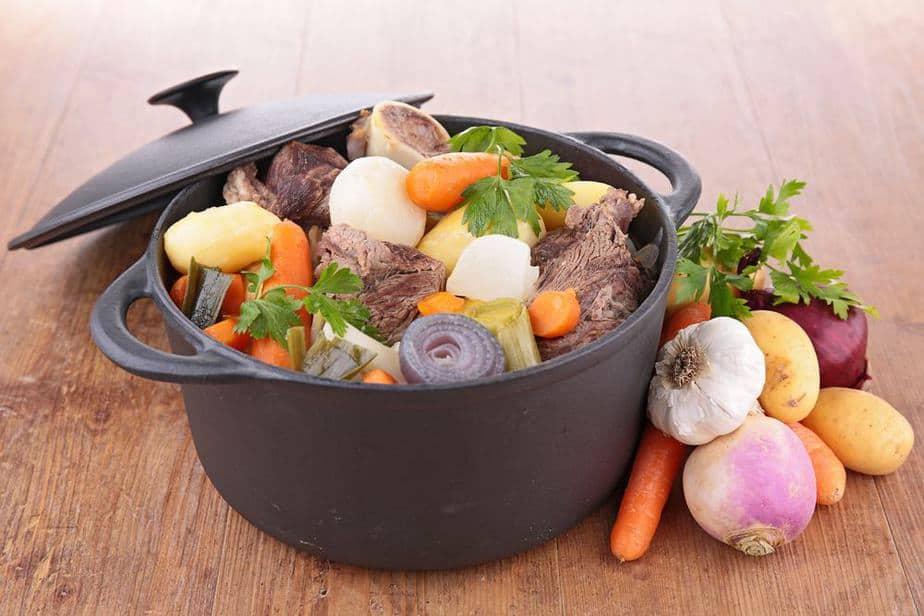 Pot au Feu - Topf auf dem Feuer Französische Spezialitäten: 22 typisch Französische Essen, Die Sie Probieren Sollten