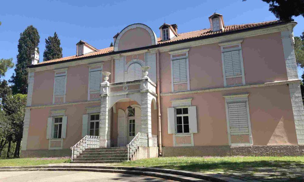 Zentrum für zeitgenössische Kunst – Petrović Palast Podgorica Sehenswürdigkeiten: Die 22 besten Attraktionen