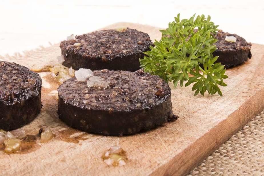 Black pudding - Blutpudding  Irische Spezialitäten: 15 Typisch Irland Essen, Die Sie Probieren Sollten