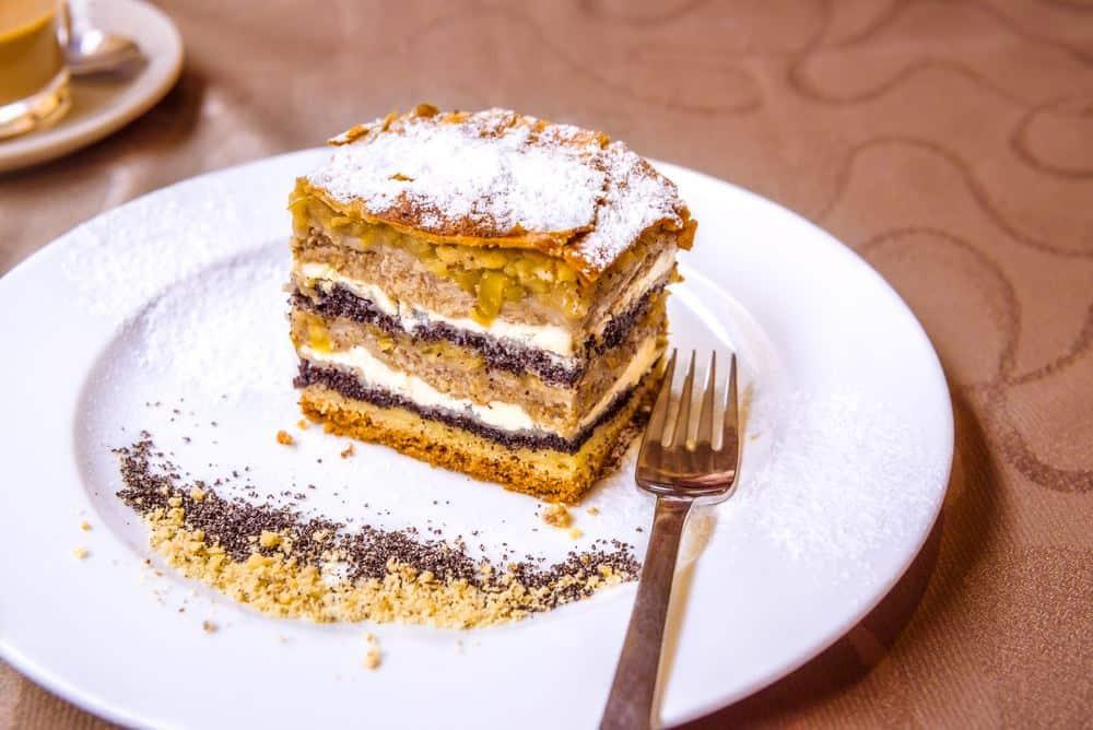 Prekmurska gibanica - Slowenischer Schichtkuchen Slowenien Spezialitäten: 22 Typisch slowenien Essen, Die Sie Probieren Sollten