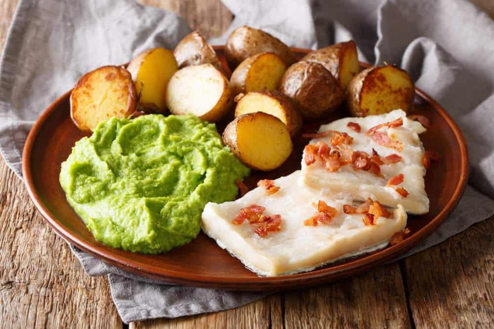 Lutefisk Norwegische Spezialitäten: 21 Typisch norwegische Essen, Die Sie Probieren Sollten