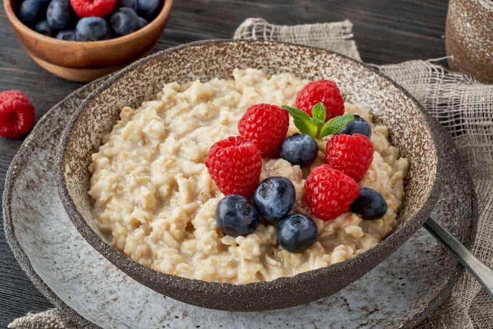 Porridge - Brei Schottisches Essen: 21 Typisch Schottische Spezialitäten und Schottische Gerichte, Die Sie Probieren Sollten