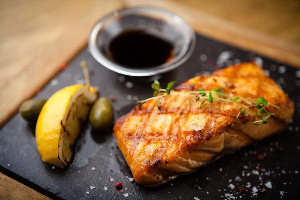 Schottischer Lachs Schottisches Essen: 21 Typisch Schottische Spezialitäten und Schottische Gerichte, Die Sie Probieren Sollten