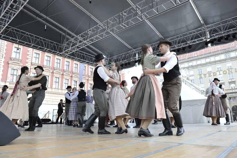 Sommerfest Internationales Folklore-Festival  8 Faszinierende Ungarische Volksfeste