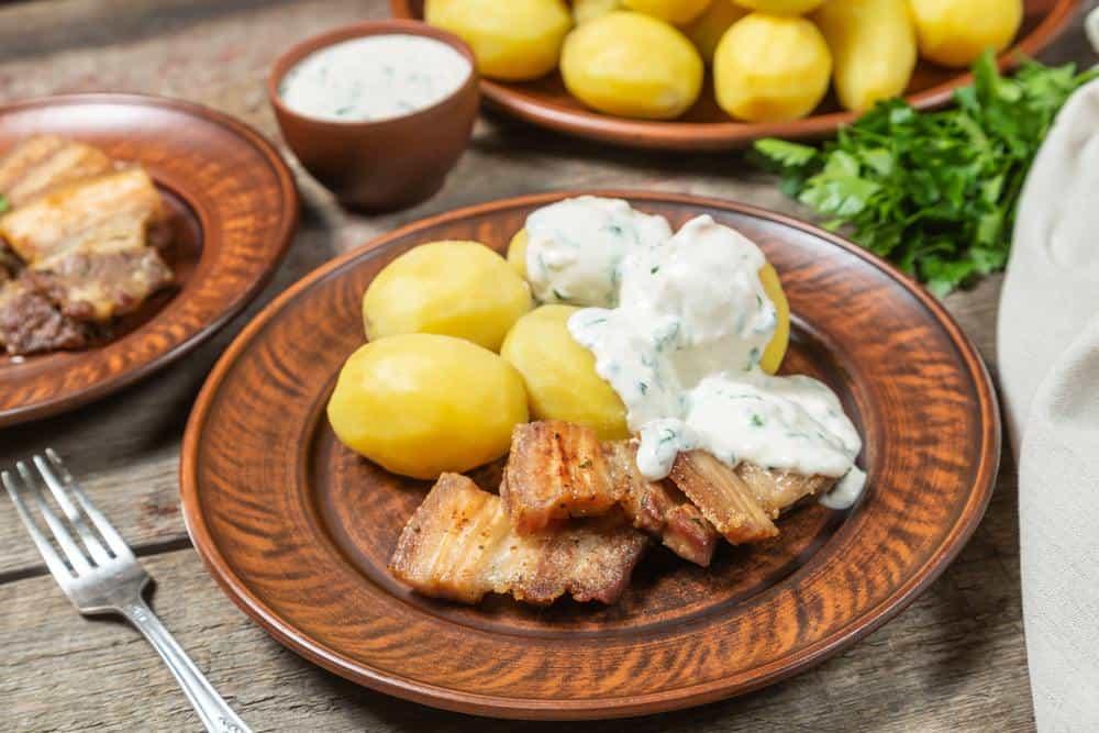Stegt flæsk Dänische Spezialitäten: 22 Typisch dänische Essen, Die Sie Probieren Sollten