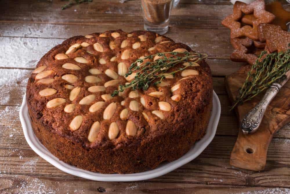 Dundee-Kuchen Schottisches Essen: 21 Typisch Schottische Spezialitäten und Schottische Gerichte, Die Sie Probieren Sollten