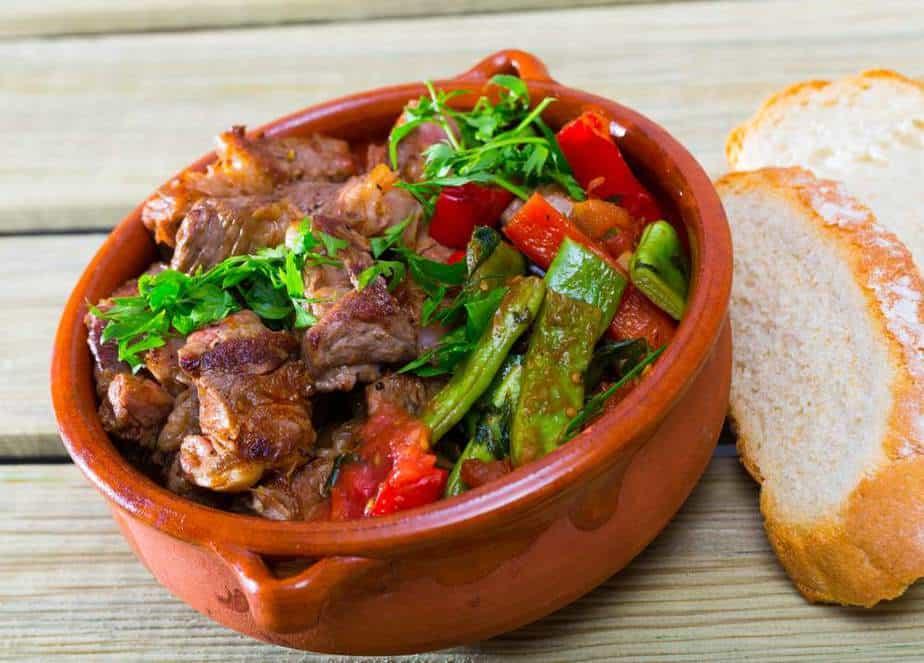 Gyuvech Bulgarische Spezialitäten: 22 Typisch Bulgarische Essen, Die Sie Probieren Sollten