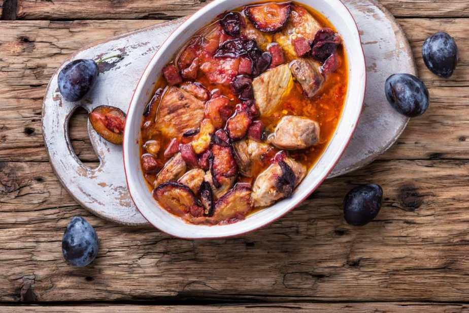 Rind- oder Lammfleisch mit Pflaumen Marokkanische Spezialitäten: 20 typisch Marokkanische Essen, Die Sie Probieren Sollten