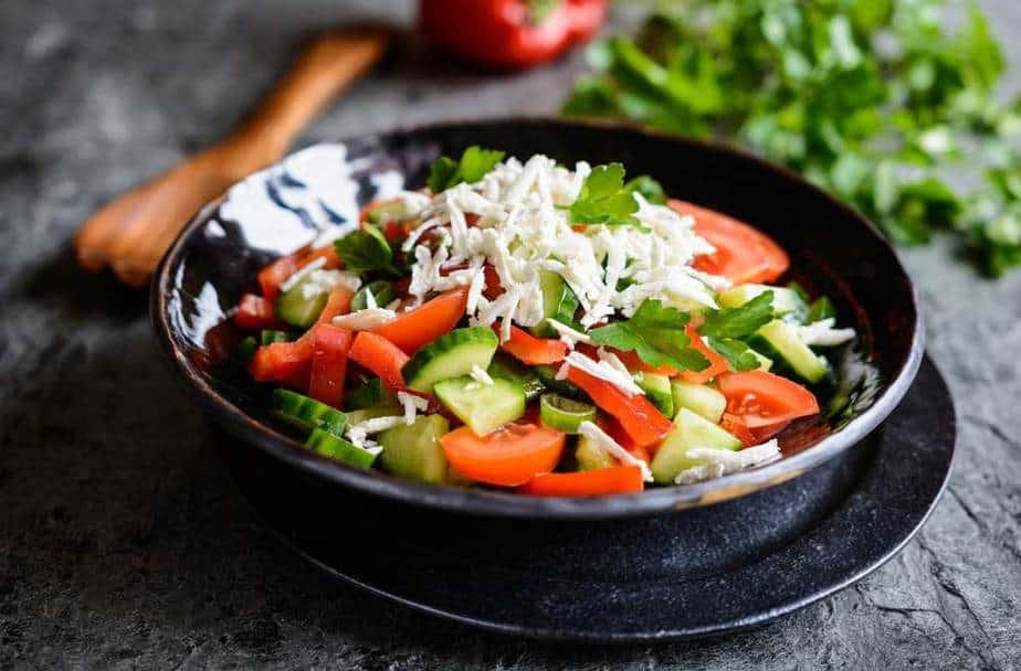 Šopska salata – Shopska-Salat Bulgarische Spezialitäten: 22 Typisch Bulgarische Essen, Die Sie Probieren Sollten