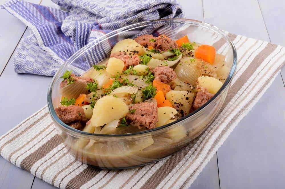 Stovies Schottisches Essen: 21 Typisch Schottische Spezialitäten und Schottische Gerichte, Die Sie Probieren Sollten