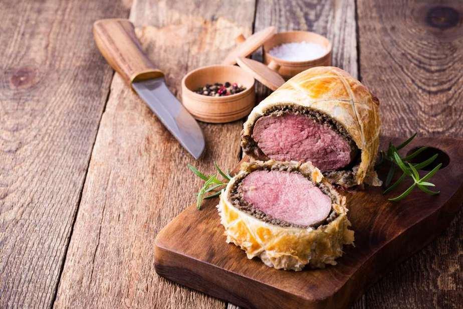 Beef Wellington Englische Spezialitäten: 21 Typisch englische Essen, Die Sie Probieren Sollten