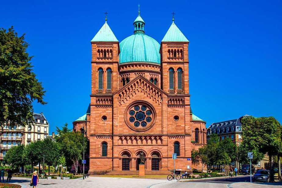 Saint-Pierre-Le-Jeune-Kirche