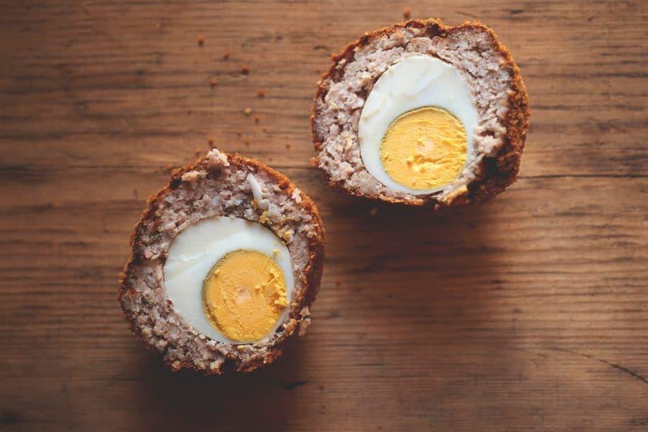 Scotch Egg Englische Spezialitäten: 21 Typisch englische Essen, Die Sie Probieren Sollten
