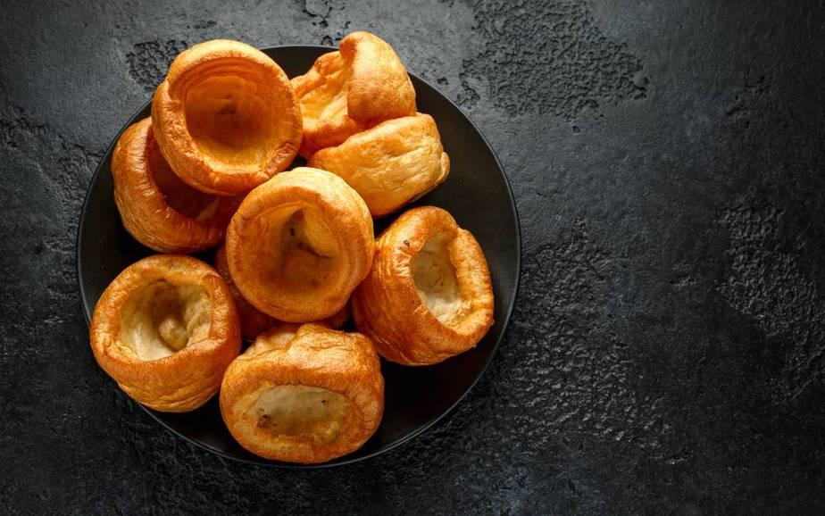 Yorkshire Pudding Englische Spezialitäten: 21 Typisch englische Essen, Die Sie Probieren Sollten
