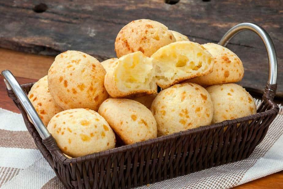 Pão de Queijo Brasilianische Spezialitäten: 20 Typisch Brasilianische Essen, Die Sie Probieren Sollten