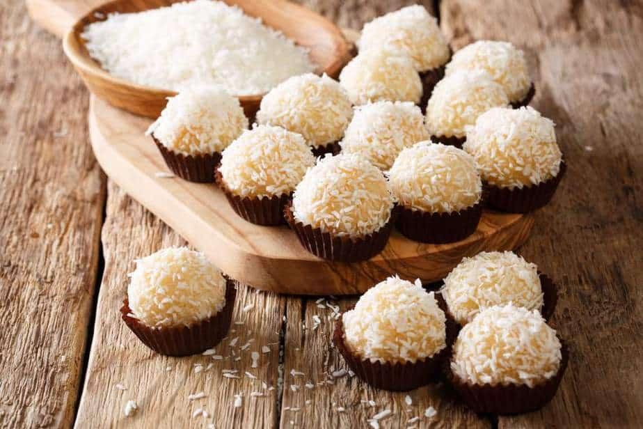 Beijinho de Coco Brasilianische Spezialitäten: 20 Typisch Brasilianische Essen, Die Sie Probieren Sollten