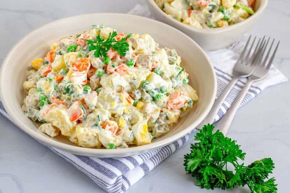 Olivier-Kartoffelsalat Ukrainische Spezialitäten: 21 Typisch Ukrainische Essen, Die Sie Probieren Sollten
