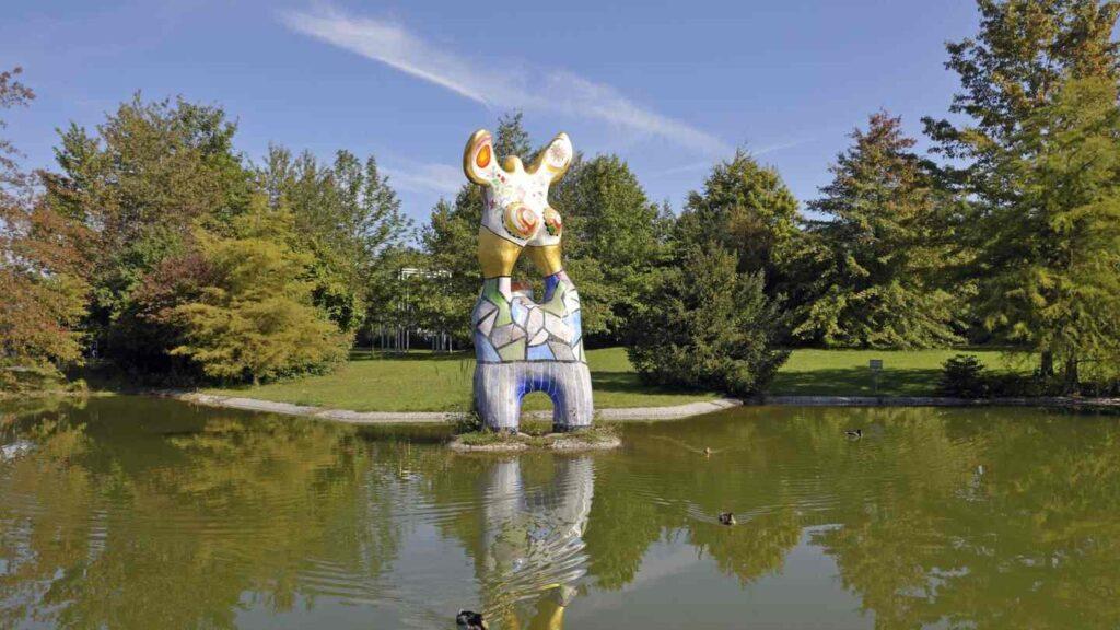 Skulptur von Niki de Saint Phalle - Der Dichter und seine Muse Ulm Sehenswürdigkeiten - Die 20 besten Attraktionen